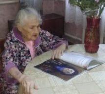 Сегодня принимает поздравления с днём рождения ветеран войны Александра Васильевна Гапон