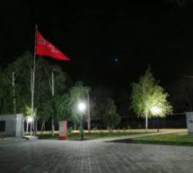 Установка уличного освещения в центральной парковой зоне!